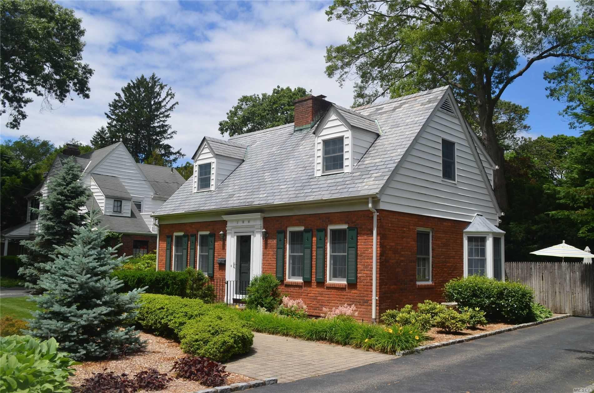 196 Prince Ave, Freeport, NY 11520 - 3 Bed, 2 Bath Single-Family Home - MLS  #3138511 - 20 Photos | Trulia