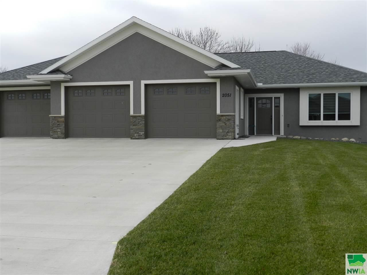 2051 Riviera Rd Sioux Center Ia 51250 2 Bed 2 5 Bath Single