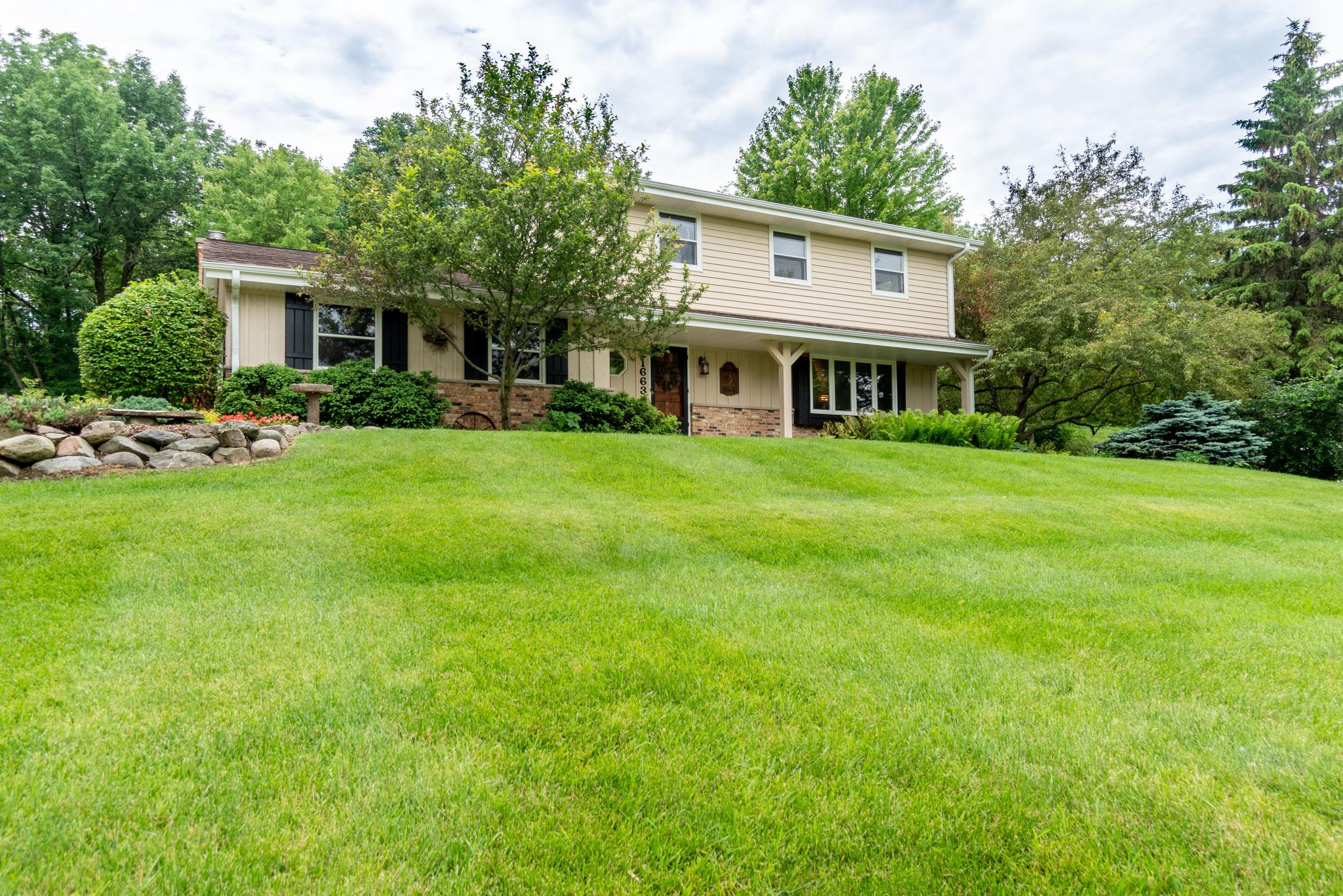 21663 W Bonnie Ln, Lannon, WI 53046 - 4 Bed, 3 Bath Single-Family Home -  MLS #1644912 - 25 Photos | Trulia
