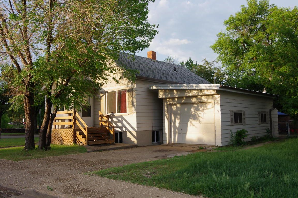 144 9th Ave W Dickinson Nd 58601 5 Bed 3 Bath Single Family