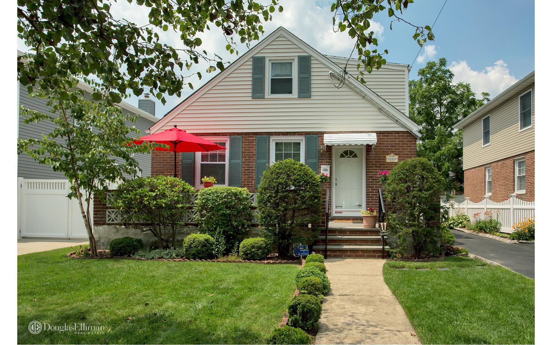 241 Wellington Rd S, Garden City, NY 11530 - Estimate and Home ...