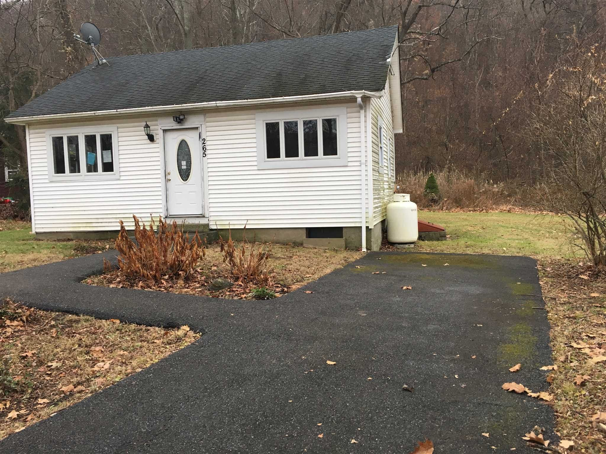 265 Old Pawling Rd, Pawling, NY 12564 - 2 Bed, 1 Bath Single-Family Home -  MLS #380136 - 5 Photos   Trulia