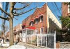 2200 sqft  6 beds  3 baths  multi-family home in Bronx  NY - Clason Point